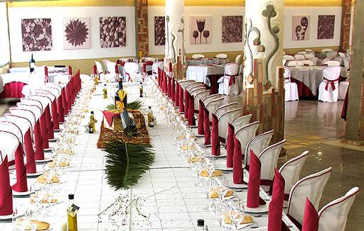 Sal n de celebraciones en la alpujarra restaurante abad for Acuario salon de celebraciones